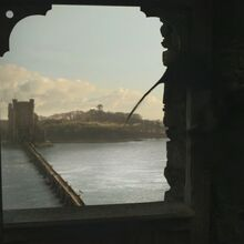 La tour ouest des Jumeaux, vu de l'est.jpg