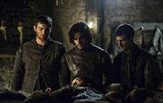 Jon, Grenn et Pypar menacent Rast.jpg