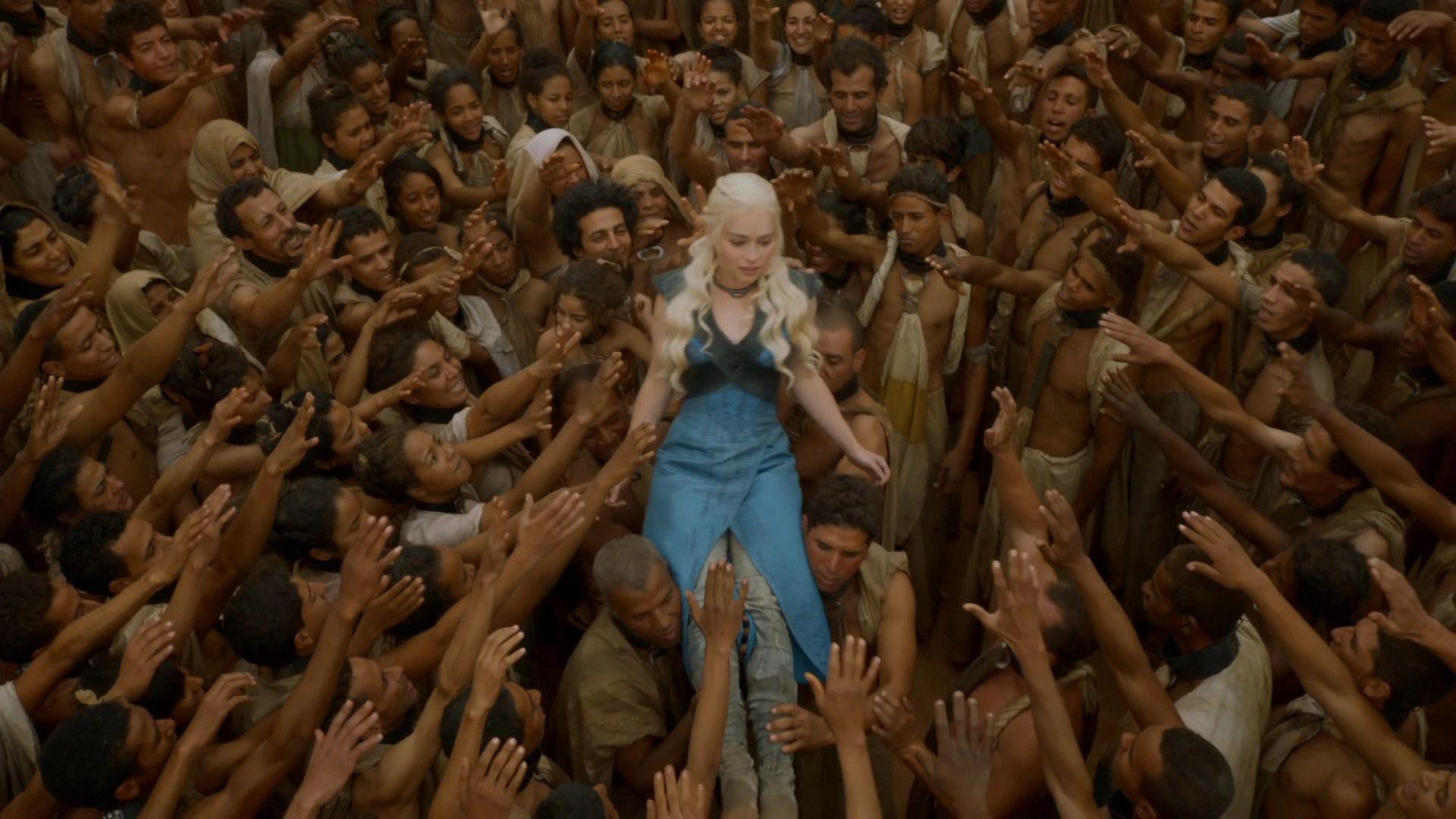 Daenerys est portée en triomphe (3x10).jpg