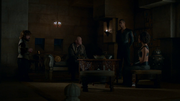 Varys Tyrion Missandei Ver Gris 6x05.png