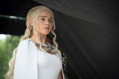 507 Daenerys 01