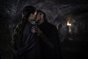 504 Petyr Sansa Kuss