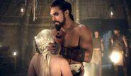 Daenerys-and-Drogo-Golden Crownn-