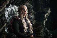 703 Daenerys Thron Drachenstein