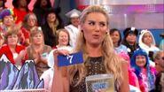 Rachel Shows a 7