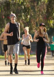 Bella-thorne-run with boyfriend (10)