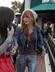 Bella-thorne-out-with-apal