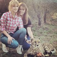 Bella-thorne-with-mother
