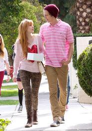 Bella-thorne-with-boyfriend (8)