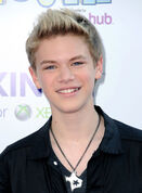 Gold-hair-color-for-teen-boys-from-kenton-duty-cool-short-spike-hairstyle- 3