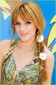 Bella-thorne-close-up-shot-daisies-in-hair