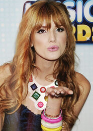 Bella-thorne-blowingakiss-at-the-RDMAs