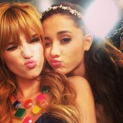 Bella-thorne-and-ArianaGrande.jpg