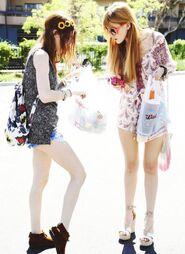 Bella-thorne-shopping