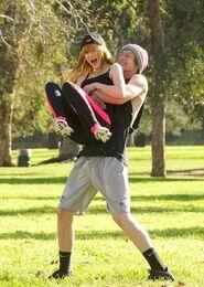 Bella-thorne-run with boyfriend (8)