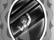 Kaori presa no espelho.jpg