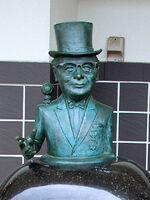 Top Hat Mizuki statue