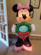 Gemmy inflatable Minnie Mouse with wreath