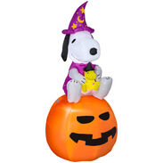 5 ft. Halloween Airblown Inflatable Peanuts Snoopy