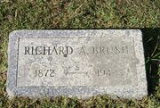 Brush-RichardArlington tombstone.jpg