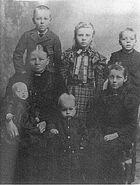 RasmineNeilson (1860-1946)andchildren