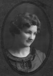 Doris Elizabeth Wilkins Williamson Handegaard in 1918.jpg