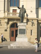 Statuia lui Mihail Kogălniceanu din Iaşi2