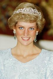 File:Emerald-earrings-2000.jpg