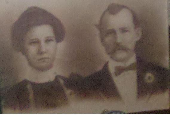 Earl and Donie on their wedding day in 1902
