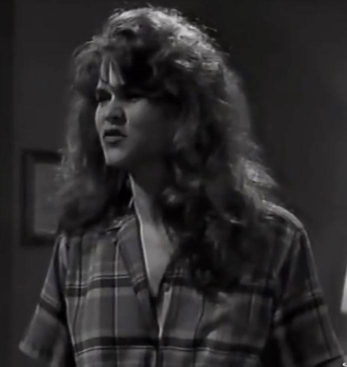 Gloria Wilson (Julia Ambrose)