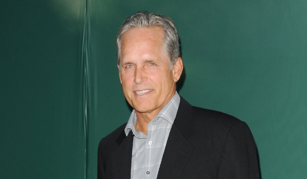 Gregory Chase (Gregory Harrison)