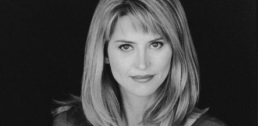 Julia Barrett (Crystal Carson)