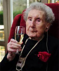 Bernardina-van-dommelen-viert-111e-verjaardag 16 240x0.jpg