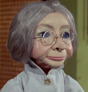 Grandma-season2-02