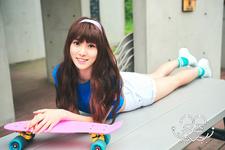 Yuju LOL Promo Photo (1)