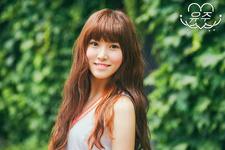 Yuju LOL Promo Photo (2)