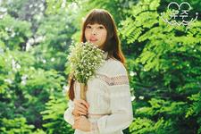 Yuju LOL Promo Photo (4)