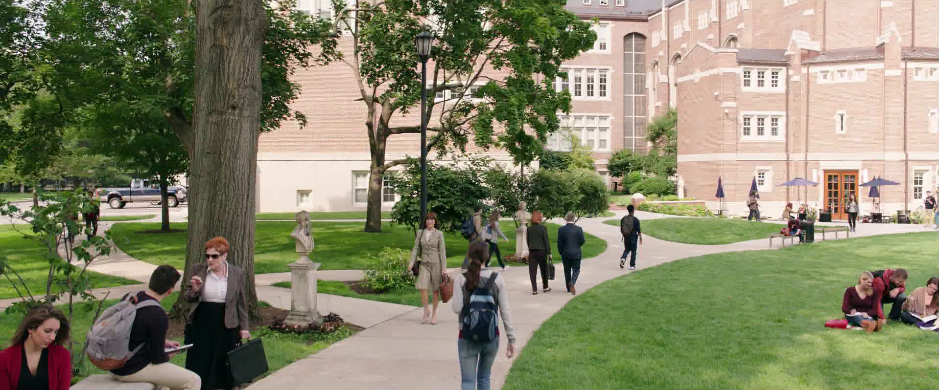Ghostbusters (2016 Movie) (Deleted Scene): Erin Walks to Class