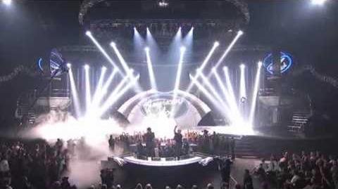 Adam_Lambert_&_Kris_Allen_&_Queen-We_are_the_champions_(American_Idol)_HD