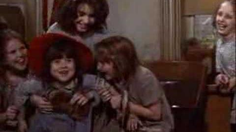 Annie_(1982)_-_You're_Never_Fully_Dressed_Without_A_Smile