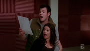 1x12 Finn and Rachel in Smile.PNG