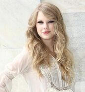 Taylor-Swift-Cavalli-crop