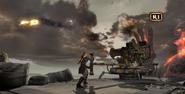 Kratos prepara colpire elio con balista GoW 3