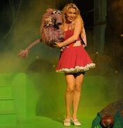 Gemma Holding the Fluffalope (The Go!Go!Go! Show, Nick Jr