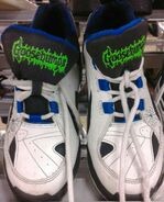 A74bb766098aec2d1528b1ee9eaf5c42--white-houses-sneakers