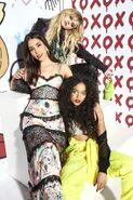 Gossip Girl 2021 cast photoshoot-2-Cosmopolitan