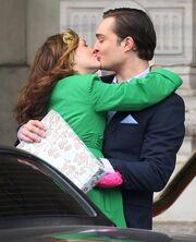 Chuck-and-blair-kiss 521x644.jpg