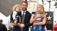 Blake junto a su esposo e hijis