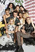 Gossip Girl 2021 cast photoshoot-1-Cosmopolitan