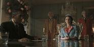 Pennyworth-2.08-The Hangman's Noose-012-Aziz et la Reine